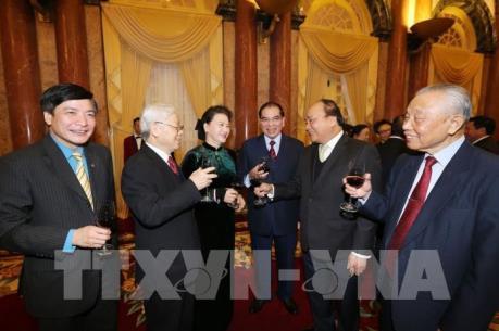 Tổng Bí thư chúc Tết lãnh đạo, nguyên lãnh đạo Đảng, Nhà nước, đồng bào, chiến sỹ cả nước