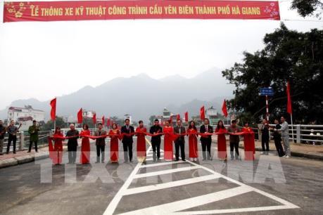 Hà Giang thông xe kỹ thuật cầu Yên Biên nối đôi bờ sông Lô