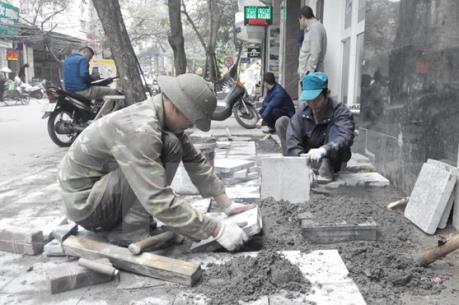Hà Nội chỉ ra hàng loạt thiếu sót từ lát đá vỉa hè