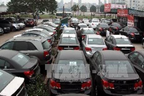 Sửa đổi điều kiện tạm nhập khẩu miễn thuế ô tô, xe gắn máy của đối tượng ưu đãi