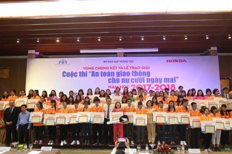 """Honda Việt Nam trao giải hội thi """"An toàn giao thông cho nụ cười ngày mai"""""""