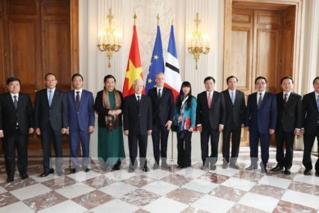 Tổng Bí thư Nguyễn Phú Trọng và Chủ tịch Quốc hội Pháp ký thỏa thuận hợp tác