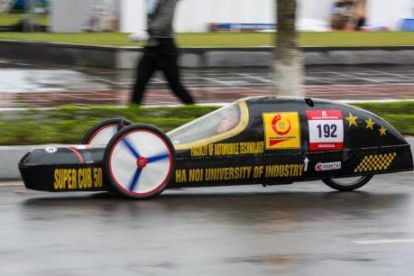 Xe máy tự chế của Việt Nam đi được gần 2.100 km/lít xăng