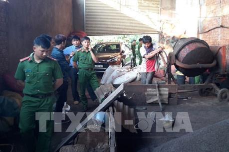 """Vụ trộn hóa chất """"bẩn"""" vào phế phẩm cà phê tại Đắk Nông: Chiều 18/4 sẽ họp báo"""