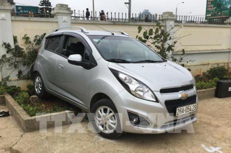 Sơn La: Lùi xe ô tô ở sân trường khiến 2 học sinh thương vong