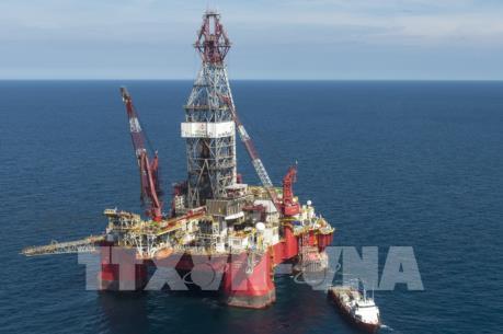 Giá dầu giảm do Mỹ đẩy mạnh khai thác