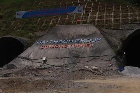 Hầm đường bộ Cù Mông nước rút vượt tiến độ