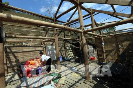 Quảng Bình: Lốc xoáy làm sập và tốc mái nhiều nhà dân ở xã miền núi Trọng Hóa