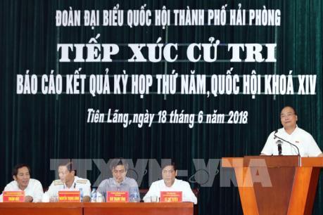 Thủ tướng Nguyễn Xuân Phúc tiếp xúc với cử tri sau kỳ họp Quốc hội