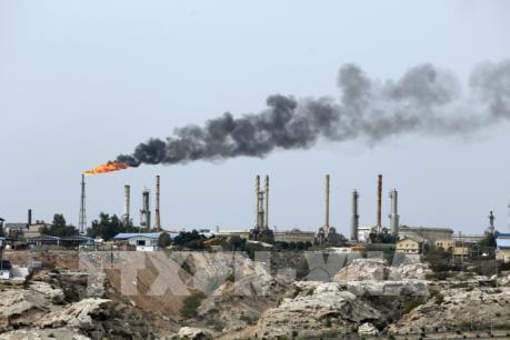 Iran xem xét kế hoạch đổi hàng hóa lấy dầu thô