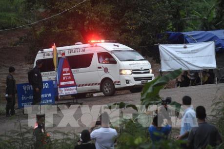 Giải cứu đội bóng thiếu niên Thái Lan: Đã đưa được 6 người ra khỏi hang an toàn