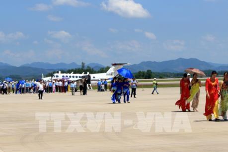 Đón chuyến bay đầu tiên hạ cánh tại Cảng hàng không quốc tế Vân Đồn