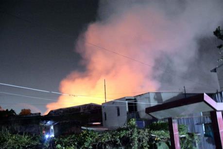 Thành phố Hồ Chí Minh: Xưởng vải bốc cháy ngùn ngụt lúc sáng sớm
