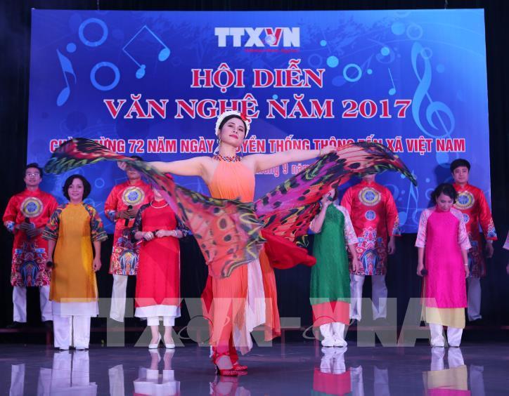 Tưng bừng hội diễn văn nghệ Thông tấn xã Việt Nam 2017 - hình 5