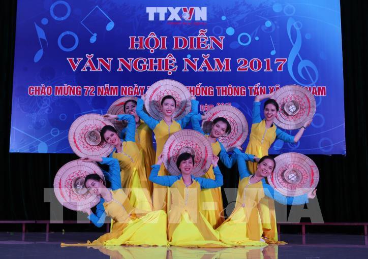 Tưng bừng hội diễn văn nghệ Thông tấn xã Việt Nam 2017 - hình 6