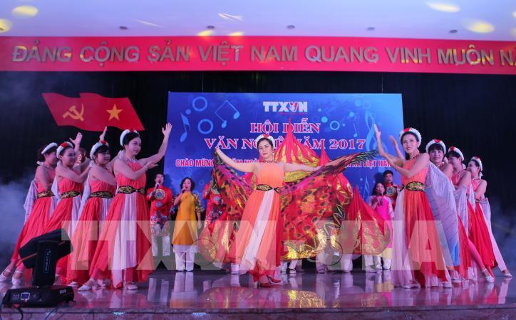 Tưng bừng hội diễn văn nghệ Thông tấn xã Việt Nam 2017 - hình 7