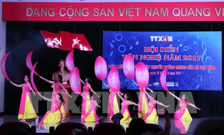 Tưng bừng hội diễn văn nghệ Thông tấn xã Việt Nam 2017 - hình 9
