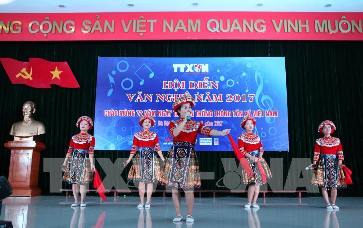 Tưng bừng hội diễn văn nghệ Thông tấn xã Việt Nam 2017 - hình 10