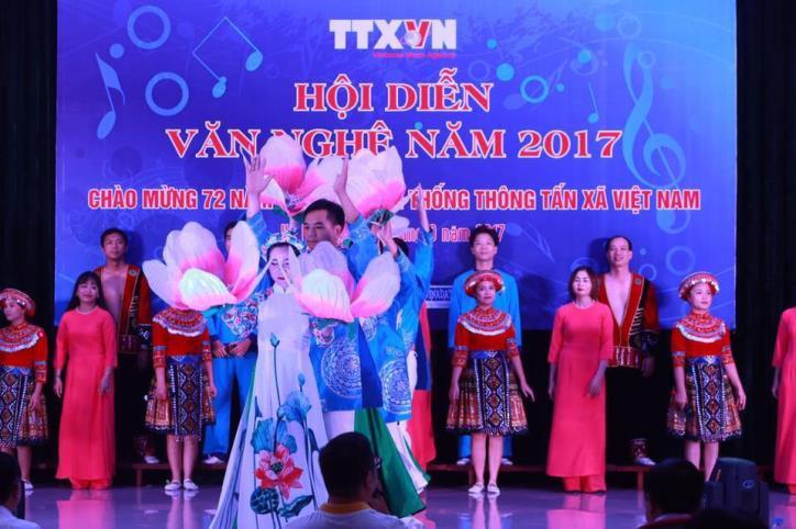 Tưng bừng hội diễn văn nghệ Thông tấn xã Việt Nam 2017 - hình 11