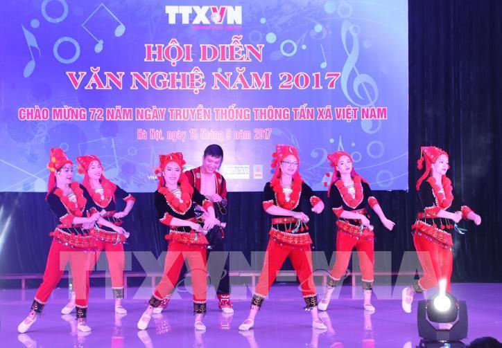 Tưng bừng hội diễn văn nghệ Thông tấn xã Việt Nam 2017 - hình 19