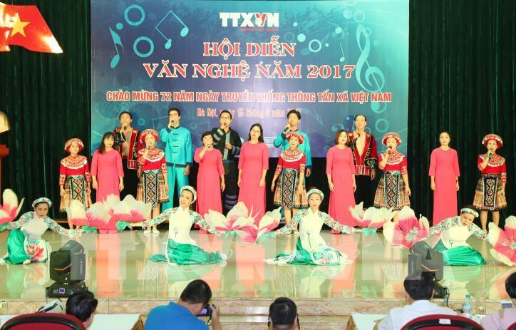 Tưng bừng hội diễn văn nghệ Thông tấn xã Việt Nam 2017 - hình 20