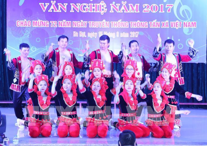 Tưng bừng hội diễn văn nghệ Thông tấn xã Việt Nam 2017 - hình 22