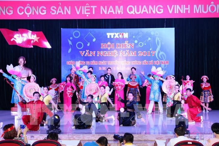 Tưng bừng hội diễn văn nghệ Thông tấn xã Việt Nam 2017 - hình 23