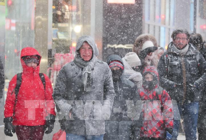 Nước Mỹ tiếp tục lạnh tê tái sau bão tuyết - hình 4