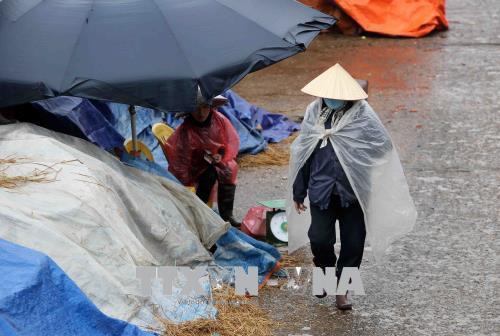 Người dân lao động ở Hà Nội chống chọi với giá rét - hình 5