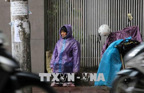 Người dân lao động ở Hà Nội chống chọi với giá rét - hình 7