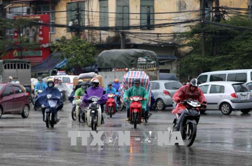 Người dân lao động ở Hà Nội chống chọi với giá rét - hình 8