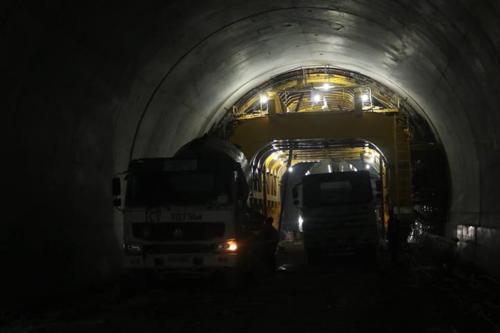 Hầm đường bộ Cù Mông nước rút vượt tiến độ  - hình 1