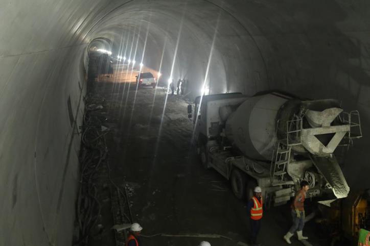 Hầm đường bộ Cù Mông nước rút vượt tiến độ  - hình 2