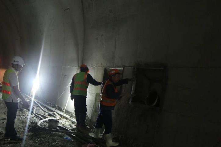 Hầm đường bộ Cù Mông nước rút vượt tiến độ  - hình 4