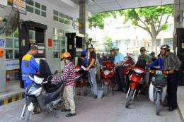 Giá xăng tăng tiếp hơn 400 đồng/lít