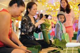 Các nhà bán lẻ mang Tết quê và đặc sản về thành thị