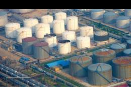 Giá dầu châu Á giảm khi dự trữ và sản lượng của Mỹ tăng