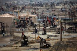 Giá dầu giảm trước thông tin dự trữ dầu tại Mỹ tăng tuần thứ 7 liên tiếp