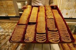 Giá vàng châu Á chạm mức cao nhất của ba tuần