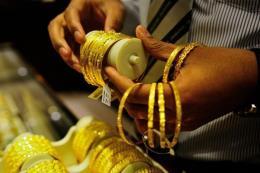 Giá vàng hôm nay 23/3: Vàng trong nước lặng lẽ, vàng thế giới chạm đỉnh 3 tuần
