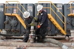 Giá dầu thế giới vẫn giữ dược đà tăng