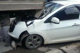 Tài xế Camry mất lái, đâm liên tiếp làm 6 xe máy hư hỏng nặng