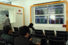 Chứng khóan chiều 25/4: Nhà đầu tư giao dịch thận trọng, hai sàn tiếp tục giảm