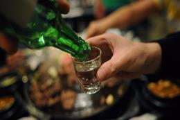 Bình Phước phát hiện rượu pha từ nước với cồn