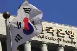 Hàn Quốc giữ nguyên lãi suất cơ bản, nâng dự báo kinh tế