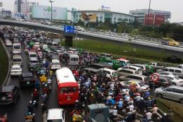 Tp. Hồ Chí Minh đề nghị tạm thời ngưng cung cấp phần mềm Uber, Grab kết nối thêm xe mới