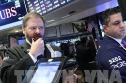 Chứng khoán Mỹ lao dốc sau khi Fed nâng lãi suất