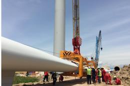Lắp ráp hệ thống turbine điện gió đầu tiên tại Ninh Thuận