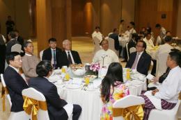 Tổng Bí thư Nguyễn Phú trọng gặp các doanh nghiệp hàng đầu Việt Nam và Myanmar