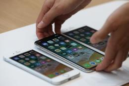 Apple chật vật trước các đối thủ châu Á